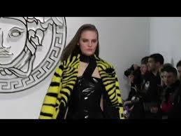 Vite, prévenez les végans, Versace exploite l'image des abeilles !